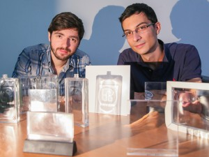 Jewelry uses EPFL technology to turn light into words
